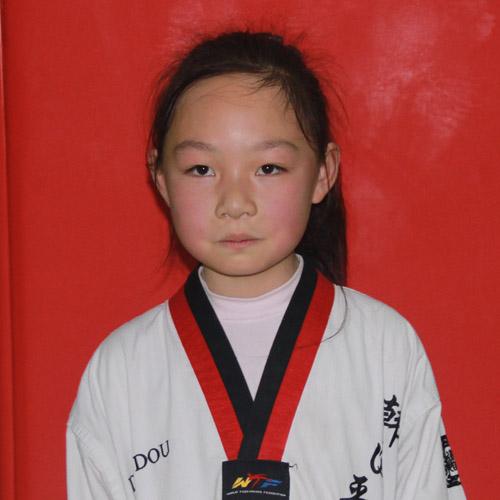 获得跆拳道六级证书